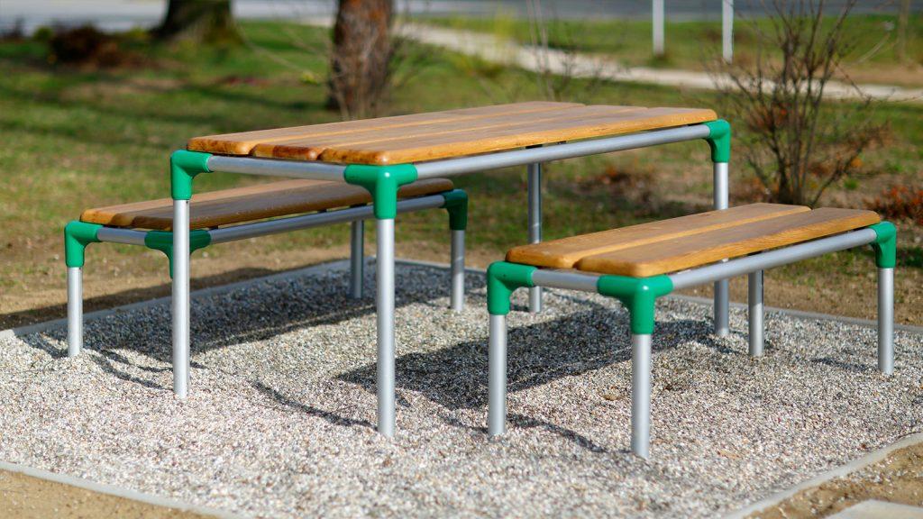otroška miza s klopjo